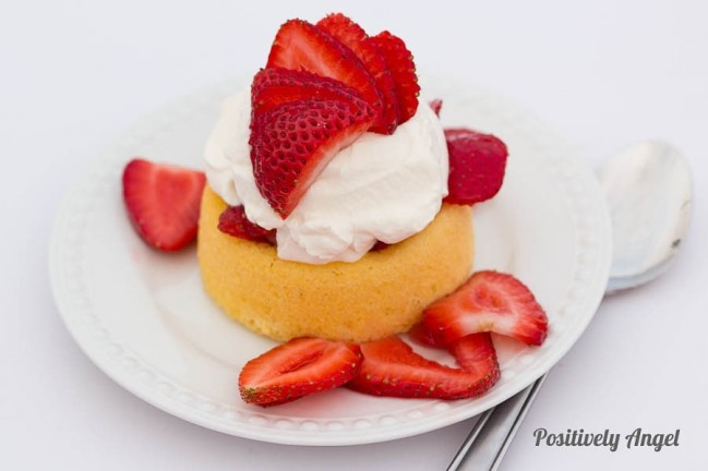 Make A Pretty Strawberry Shortcake Angel Food Cake
