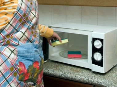 how to clean microwave interior