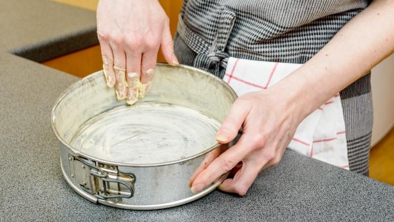 15 Common Cake Baking Mistakes